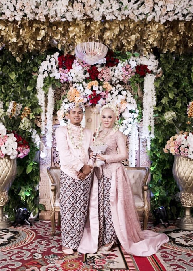 Modern Day Traditional Sundanese Hijab Wedding by SLIGHTshop.com - 003