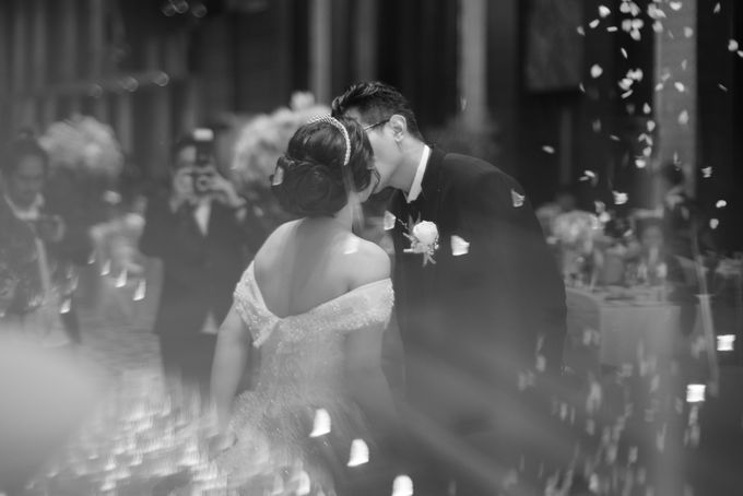 Adri & Teresia Wedding by deVOWed Wedding & Event Planner - 015