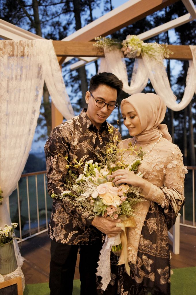 Mega & Aul Engagement by Garland Galore Flower Shop - 009
