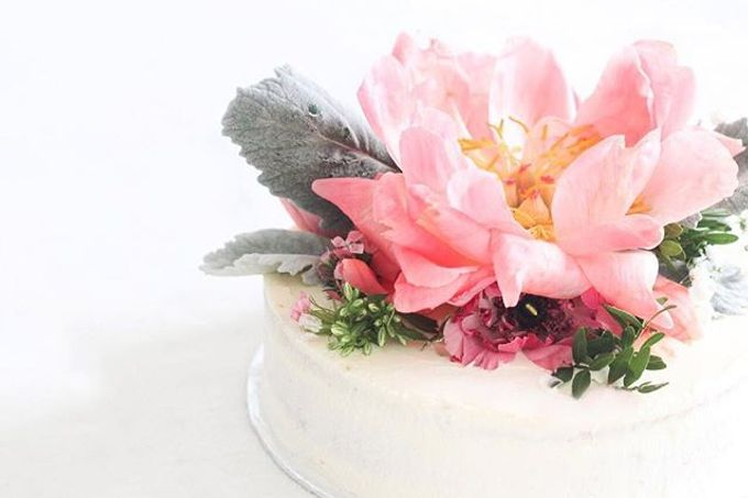 Flowers on Cake by Angie Fior - 008