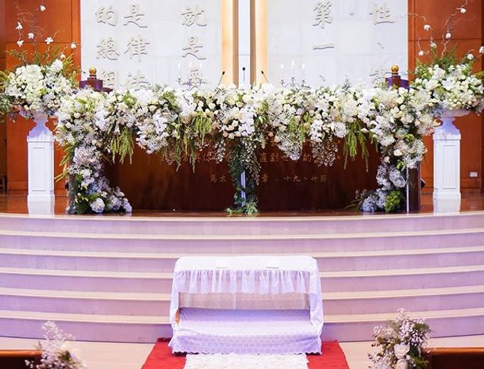 Elegant white & green churn matrimony by Blooming Elise Flowers - 001