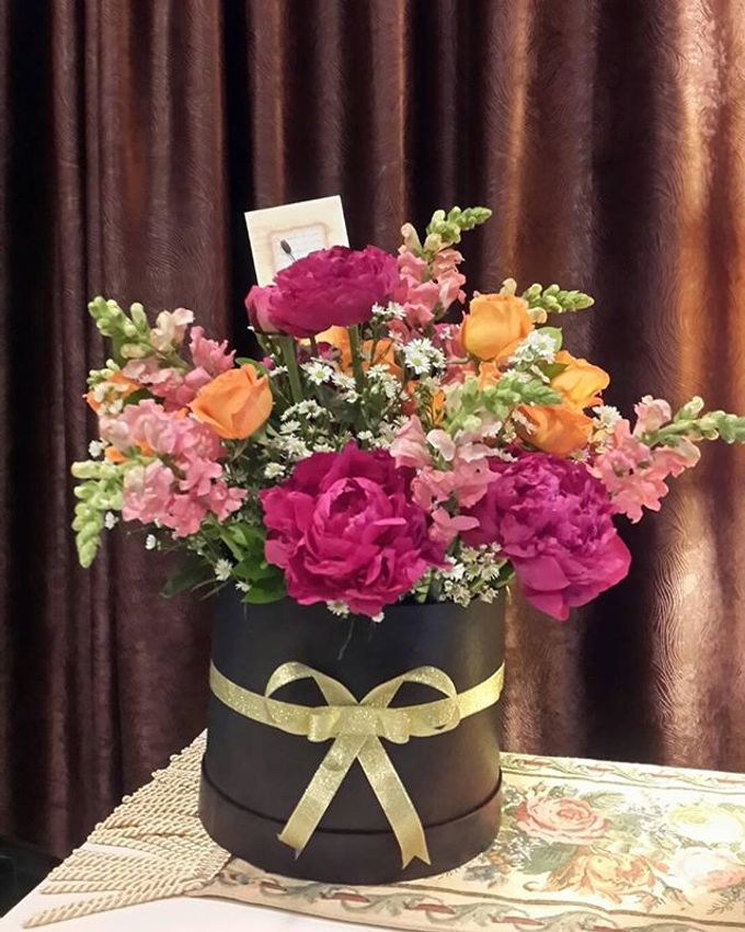 Flower basket  by La Jasmine Floral Design - 027