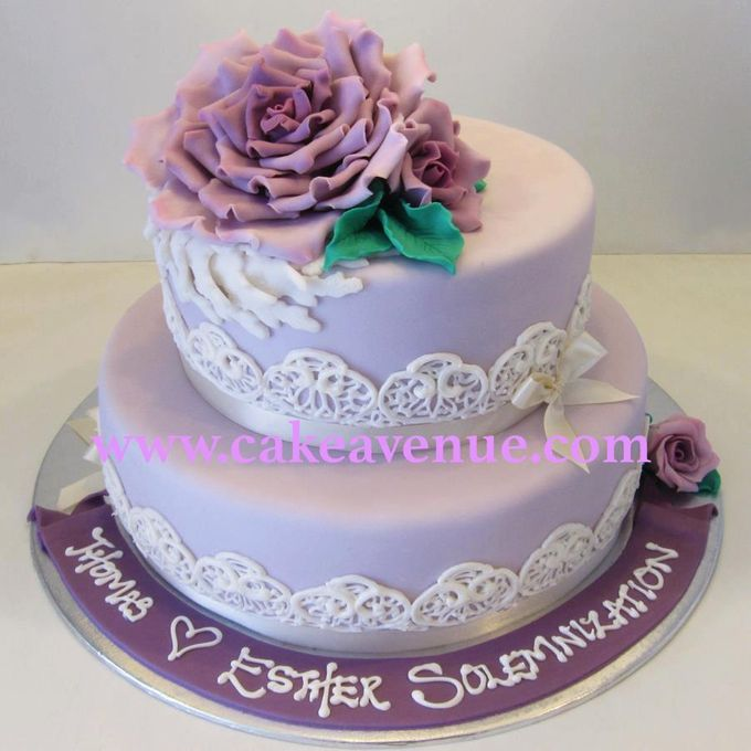 Contemporary Customised Wedding Cakes by Cake Avenue - 002