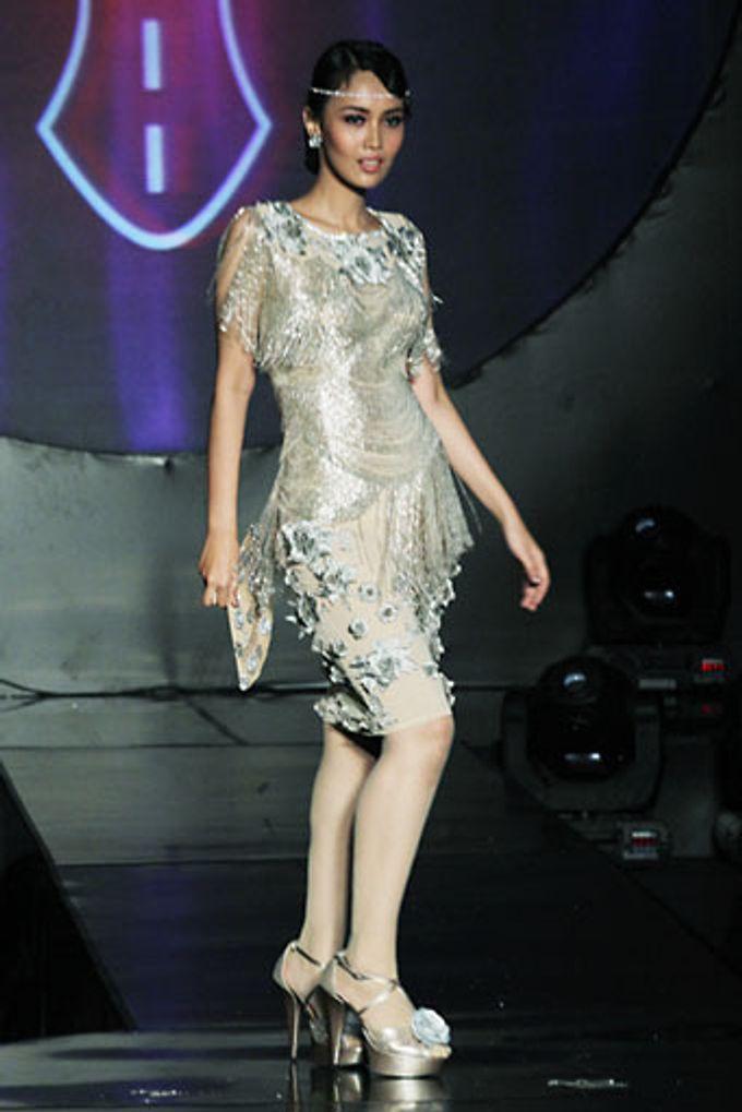 The Fringe by Barli Asmara Couture - 010