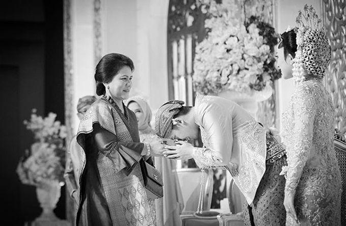 The Wedding Of Astrini & Rian by Soe&Su - 004