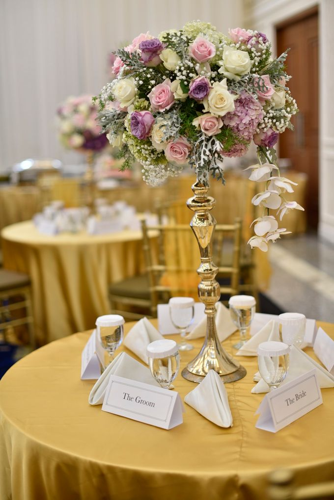 Donovan & Elisabeth Wedding at Menara Mandiri by Catalina Flora - 004