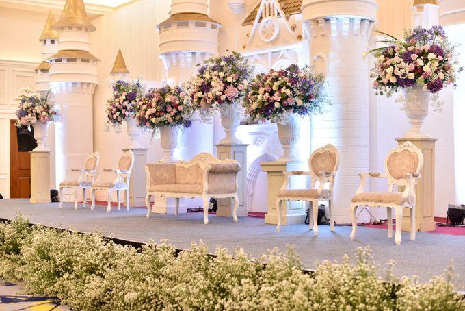 Donovan & Elisabeth Wedding at Menara Mandiri by Catalina Flora - 013