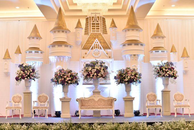 Donovan & Elisabeth Wedding at Menara Mandiri by Catalina Flora - 007