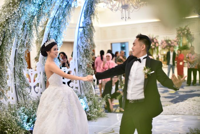 Donovan & Elisabeth Wedding at Menara Mandiri by Catalina Flora - 009