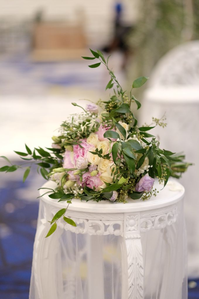 Donovan & Elisabeth Wedding at Menara Mandiri by Catalina Flora - 006