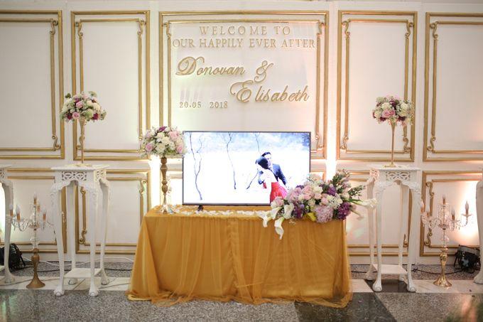 Donovan & Elisabeth Wedding at Menara Mandiri by Catalina Flora - 015