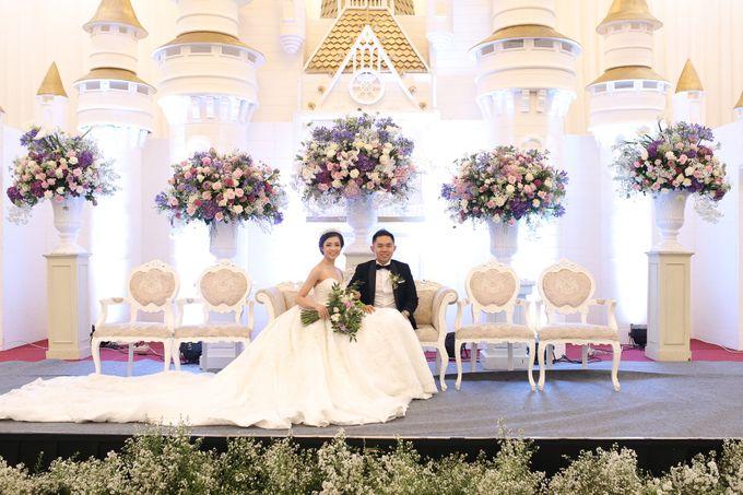 Donovan & Elisabeth Wedding at Menara Mandiri by Catalina Flora - 020