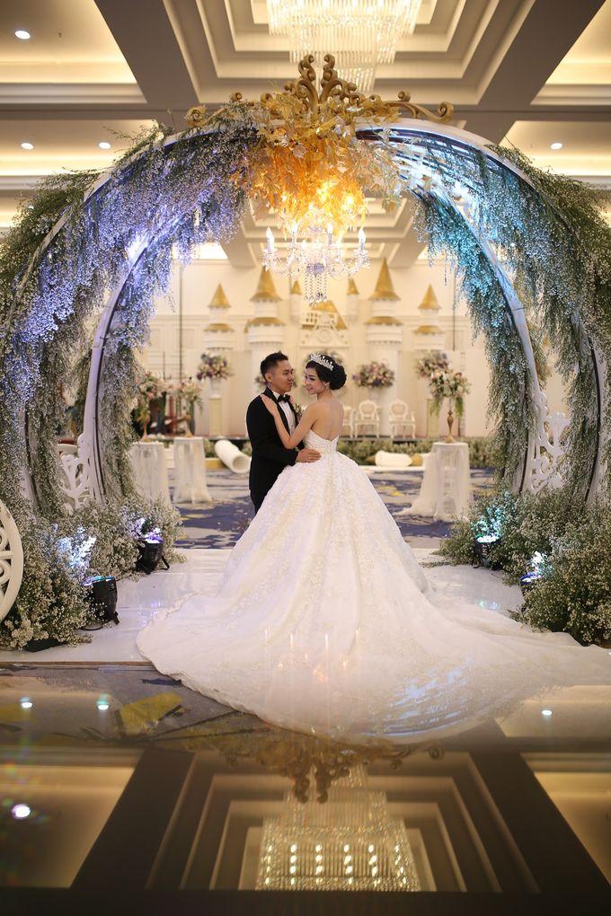 Donovan & Elisabeth Wedding at Menara Mandiri by Catalina Flora - 012