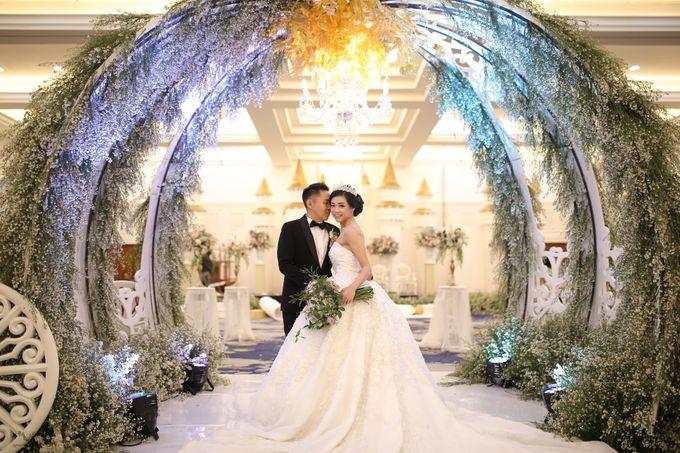Donovan & Elisabeth Wedding at Menara Mandiri by Catalina Flora - 011