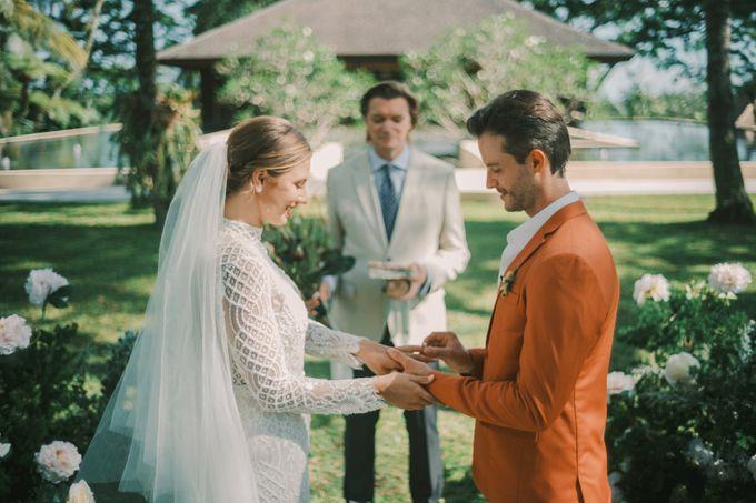 Pernikahan dengan tema ramah lingkungan, dengan keluarga dan teman dekat ditambah dengan dekorasi yang selaras dengan alam membuat pernikahan ini spec by AVAVI BALI WEDDINGS - 024