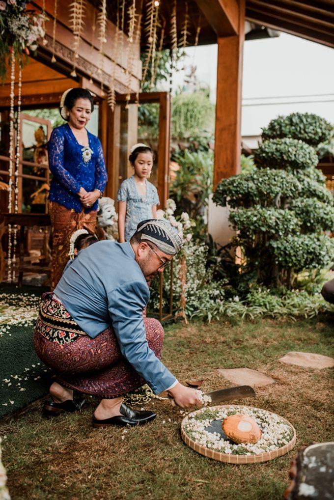 JAVANESE TRADITIONAL TINGKEBAN by Bali Izatta Wedding Planner & Wedding Florist Decorator - 013