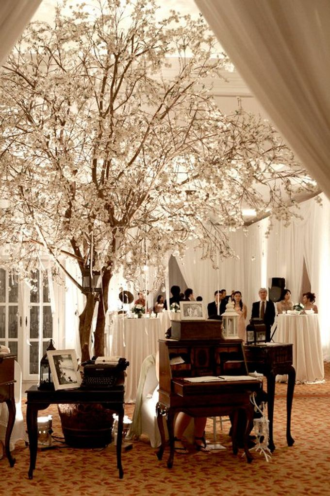 White Vintage Charm by Tea Rose Wedding Designer - 019