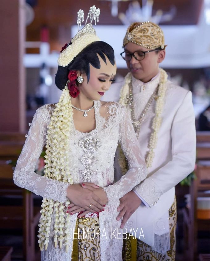 WEDDING CEREMONY KEBAYA MODERN / TRADISIONAL by DELMORA - 008