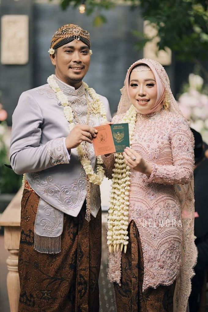 WEDDING CEREMONY KEBAYA MODERN / TRADISIONAL by DELMORA - 006