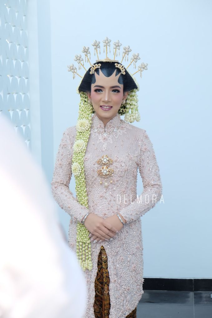 WEDDING CEREMONY KEBAYA MODERN / TRADISIONAL by DELMORA - 014