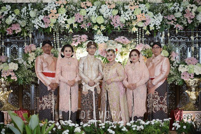 WEDDING PARTY KEBAYA MODERN / TRADISIONAL by DELMORA - 011