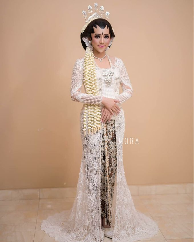 WEDDING CEREMONY KEBAYA MODERN / TRADISIONAL by DELMORA - 018