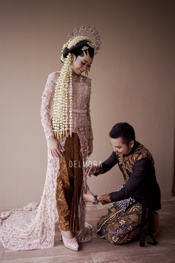 WEDDING PARTY KEBAYA MODERN / TRADISIONAL by DELMORA - 018
