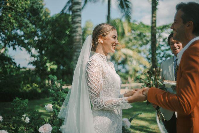 Pernikahan dengan tema ramah lingkungan, dengan keluarga dan teman dekat ditambah dengan dekorasi yang selaras dengan alam membuat pernikahan ini spec by AVAVI BALI WEDDINGS - 022