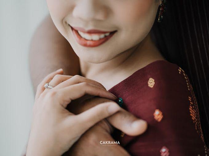 Prewedding Photoshoot Sabar & Tiara by Nike Makeup & Hairdo - 024