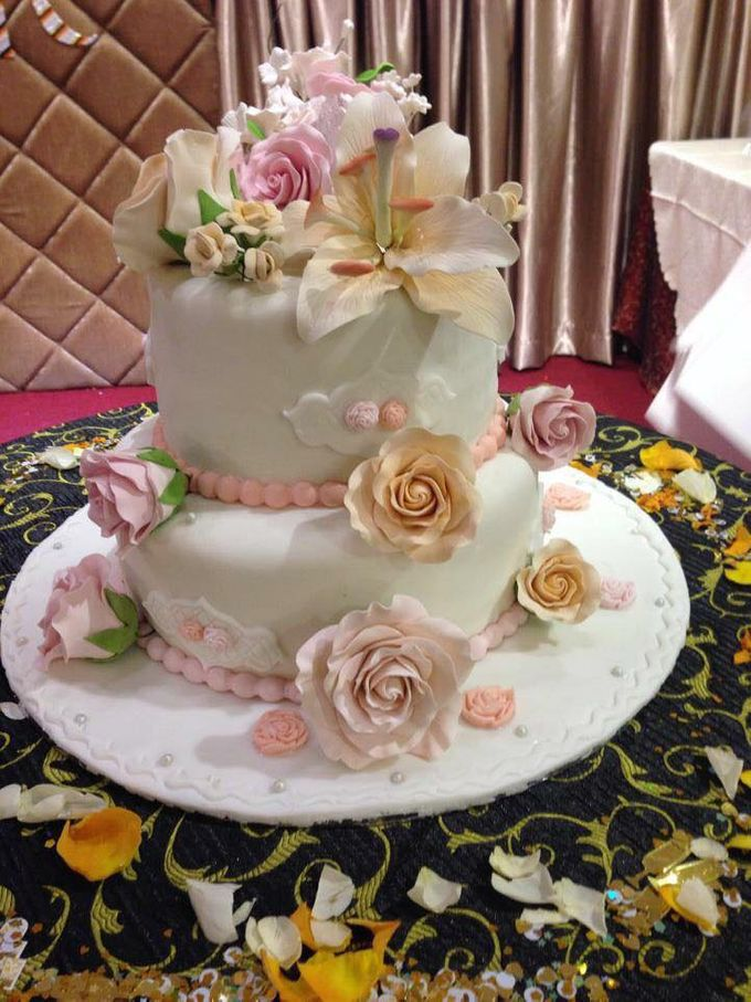 Floral Wedding Cake by Nurture Cakes -Gourmet Cakes with Egg and Eggless - 001