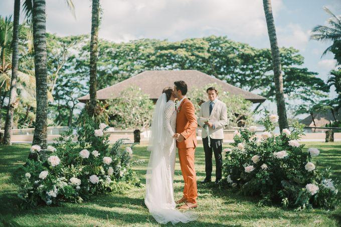 Pernikahan dengan tema ramah lingkungan, dengan keluarga dan teman dekat ditambah dengan dekorasi yang selaras dengan alam membuat pernikahan ini spec by AVAVI BALI WEDDINGS - 021