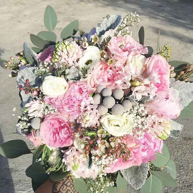Bouquets  by Weddings by TV - 039