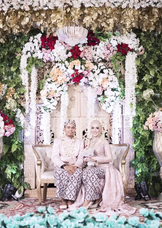 Modern Day Traditional Sundanese Hijab Wedding by SLIGHTshop.com - 004