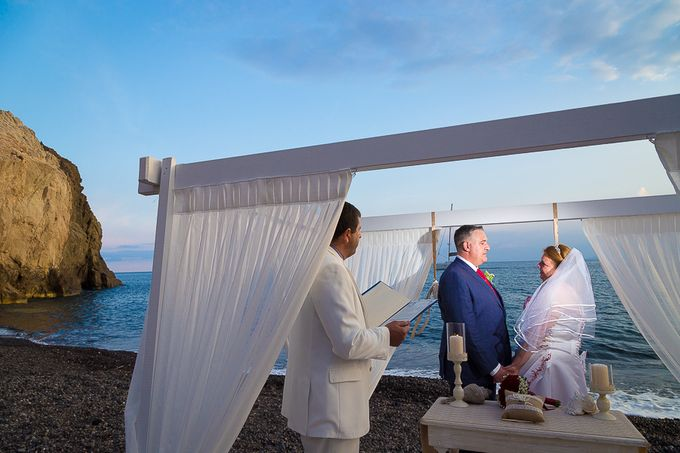 Beach wedding in Santorini by Red Knot Weddings & Events - 016