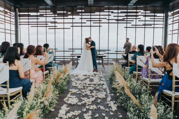 Romantic Modern Wedding at Alila Uluwatu Bali by Silverdust Decoration - 006