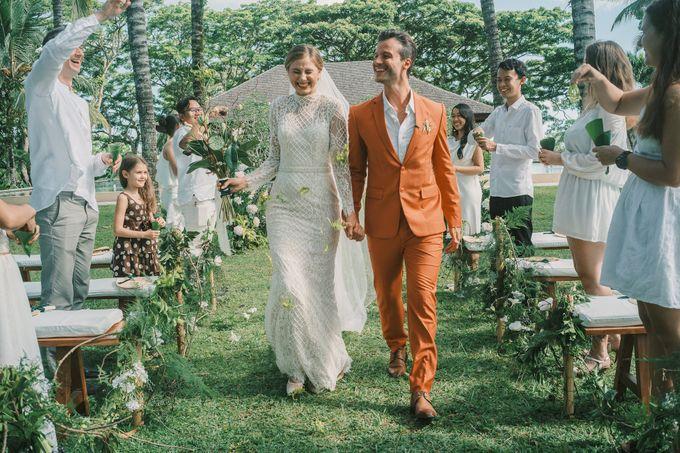 Pernikahan dengan tema ramah lingkungan, dengan keluarga dan teman dekat ditambah dengan dekorasi yang selaras dengan alam membuat pernikahan ini spec by AVAVI BALI WEDDINGS - 020