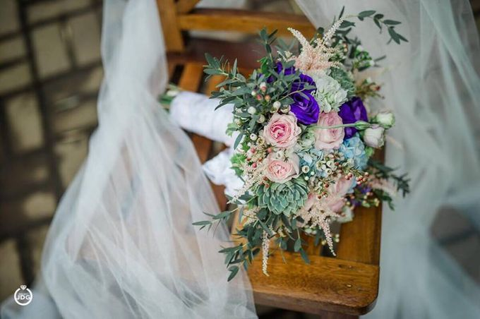 Bridal Bouquets by Natural Art Flowers and Decors - 004
