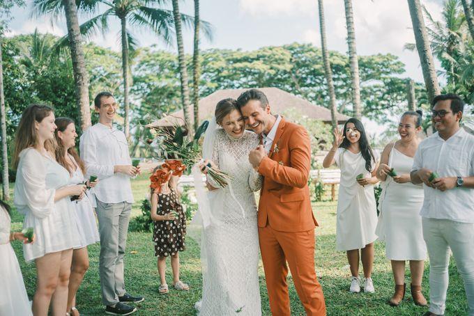 Pernikahan dengan tema ramah lingkungan, dengan keluarga dan teman dekat ditambah dengan dekorasi yang selaras dengan alam membuat pernikahan ini spec by AVAVI BALI WEDDINGS - 019