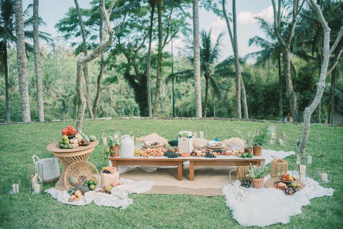 Pernikahan dengan tema ramah lingkungan, dengan keluarga dan teman dekat ditambah dengan dekorasi yang selaras dengan alam membuat pernikahan ini spec by AVAVI BALI WEDDINGS - 018