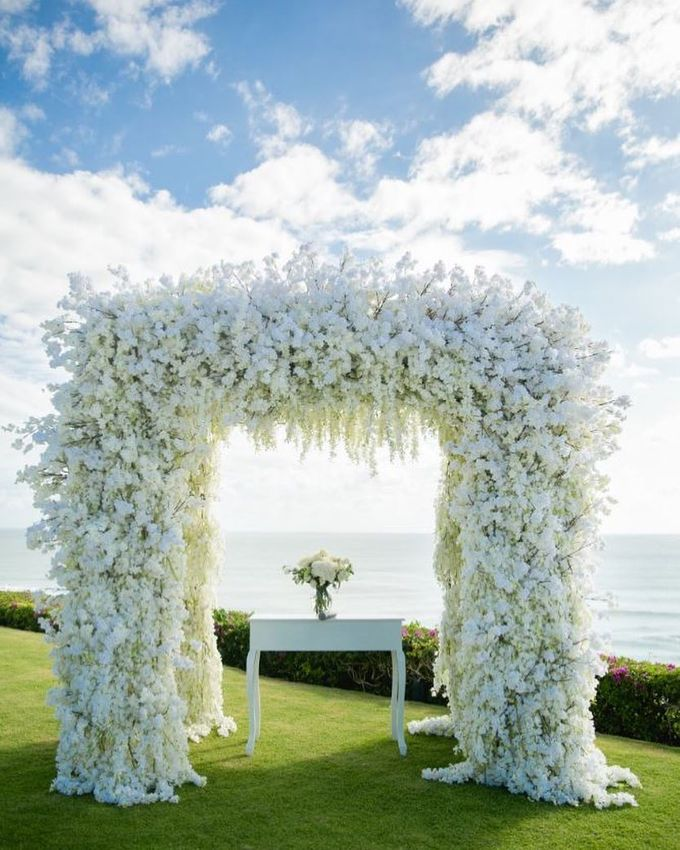 Truly Timeless White Wedding by WiB flowers - 002