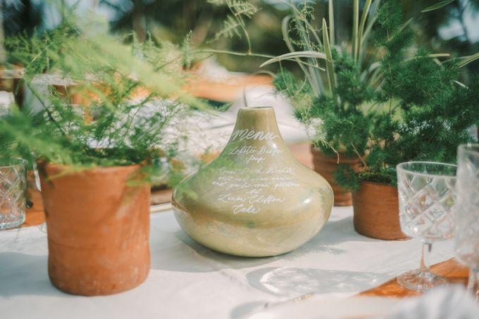 Pernikahan dengan tema ramah lingkungan, dengan keluarga dan teman dekat ditambah dengan dekorasi yang selaras dengan alam membuat pernikahan ini spec by AVAVI BALI WEDDINGS - 016