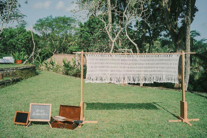 Pernikahan dengan tema ramah lingkungan, dengan keluarga dan teman dekat ditambah dengan dekorasi yang selaras dengan alam membuat pernikahan ini spec by AVAVI BALI WEDDINGS - 014