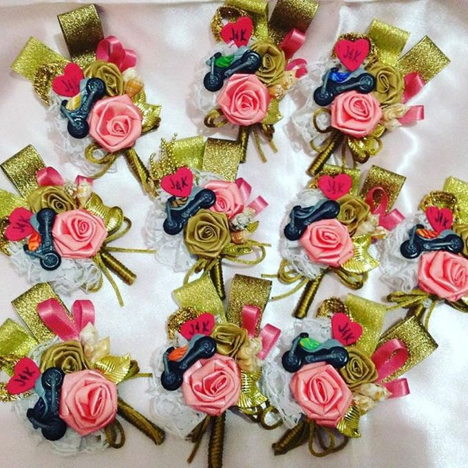 Handcrafted Bouquets and Wedding Accessories  by Duane's Fleur Creatif - 003
