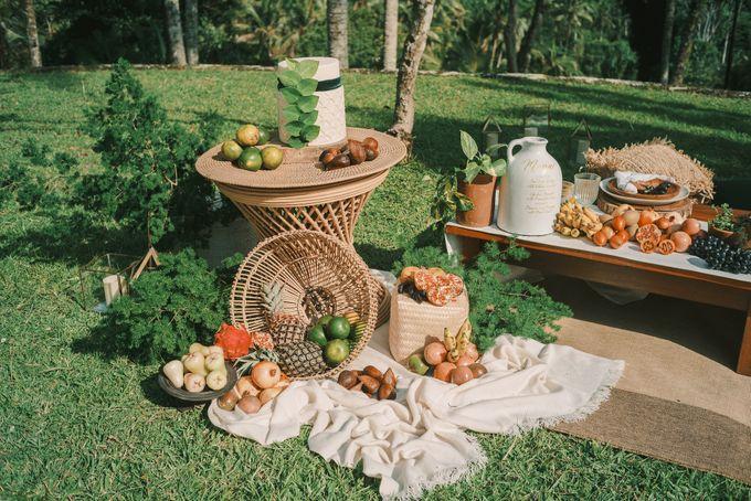 Pernikahan dengan tema ramah lingkungan, dengan keluarga dan teman dekat ditambah dengan dekorasi yang selaras dengan alam membuat pernikahan ini spec by AVAVI BALI WEDDINGS - 012