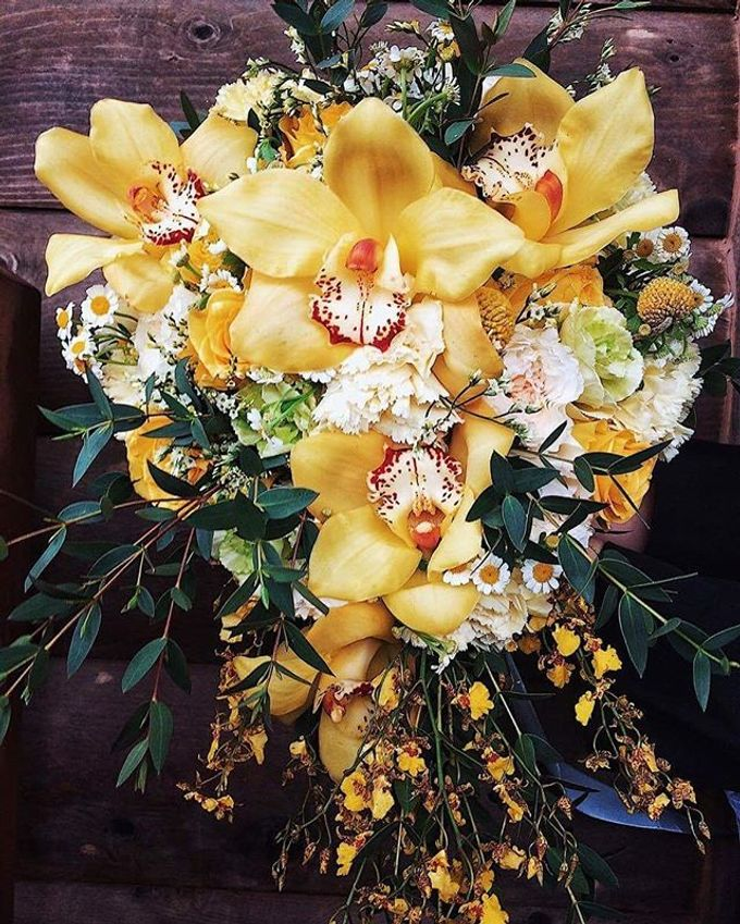 Bouquets  by Weddings by TV - 042