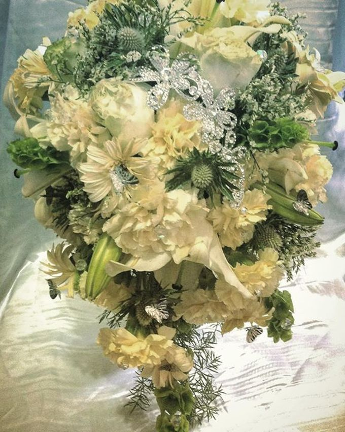 Handcrafted Bouquets and Wedding Accessories  by Duane's Fleur Creatif - 008