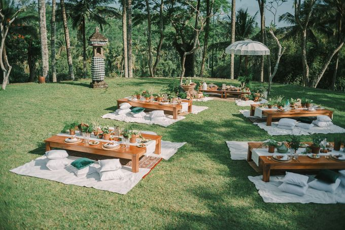 Pernikahan dengan tema ramah lingkungan, dengan keluarga dan teman dekat ditambah dengan dekorasi yang selaras dengan alam membuat pernikahan ini spec by AVAVI BALI WEDDINGS - 011