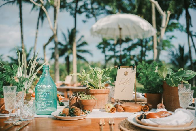 Pernikahan dengan tema ramah lingkungan, dengan keluarga dan teman dekat ditambah dengan dekorasi yang selaras dengan alam membuat pernikahan ini spec by AVAVI BALI WEDDINGS - 010