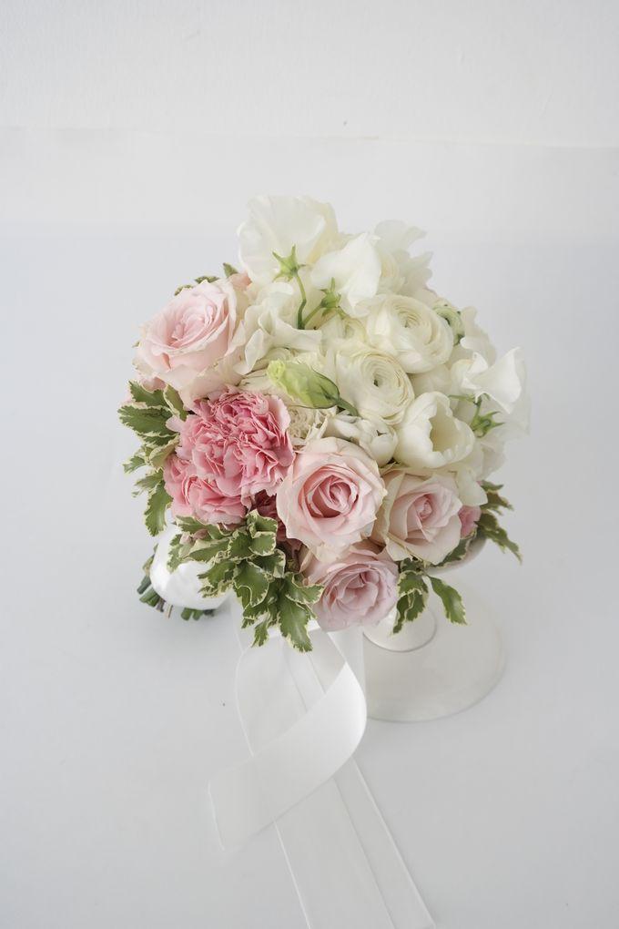 Wedding Bouquet by Hana Flower Boutique by Hana Flower Boutique - 010