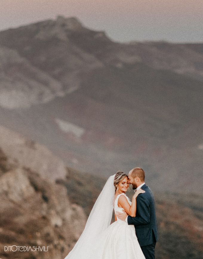 Stunning couple in the very close to the sky by oneweddingstory - 007